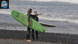 Surfheadcoach Angie giving tips to NOMB Surfer Tina on how to enter the water and catch more waves.