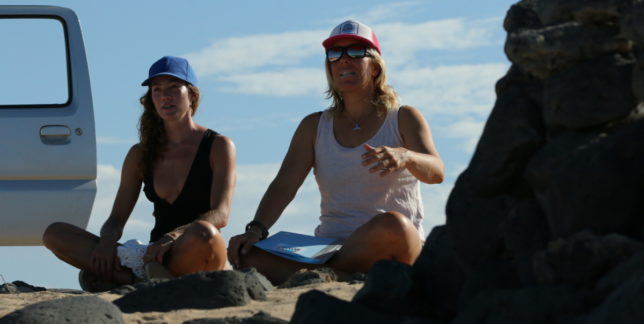 Surfcoach Angie explaining the gameplan on your SWF